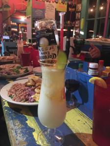 Shaggy's Pass Harbor ベイを一望する好立地と新鮮なシーフードで客を魅了するカジュアルレストラン。 オリジナルのピニャコラーダにはコロナビールをそのまま刺すワイルドなプレゼンテーション。どっぷり酔いたい冒険野郎はぜひトライを。