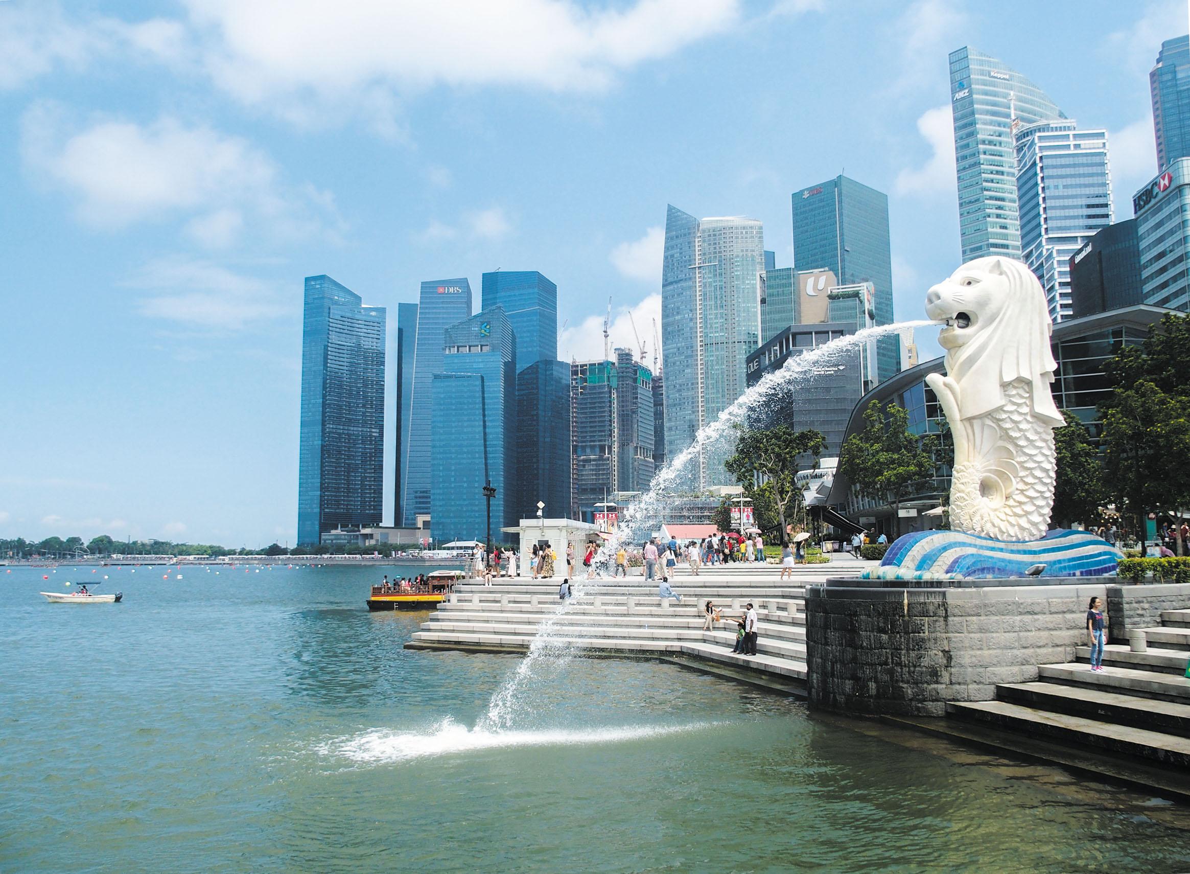 シンガポールのアイコンは言わずもがなのマーライオン。「ライオンの都市」を意味するシンガプーラを象徴する存在だ。