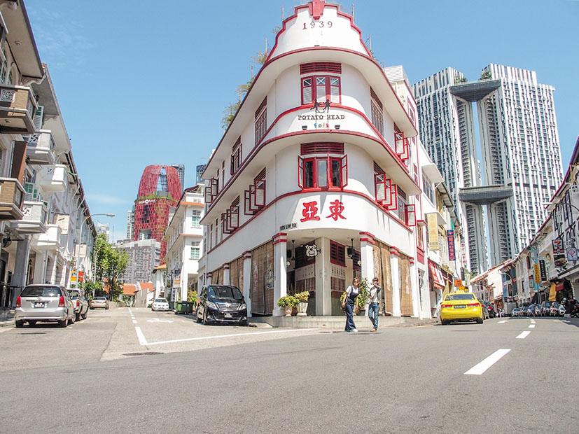 カラフルな色に塗られたプラナカン様式の建物が可愛らしい、タンジョンパガー・ロード。お洒落なカフェやバーが軒を連ね、夜にはバーホッピングも楽しめる。