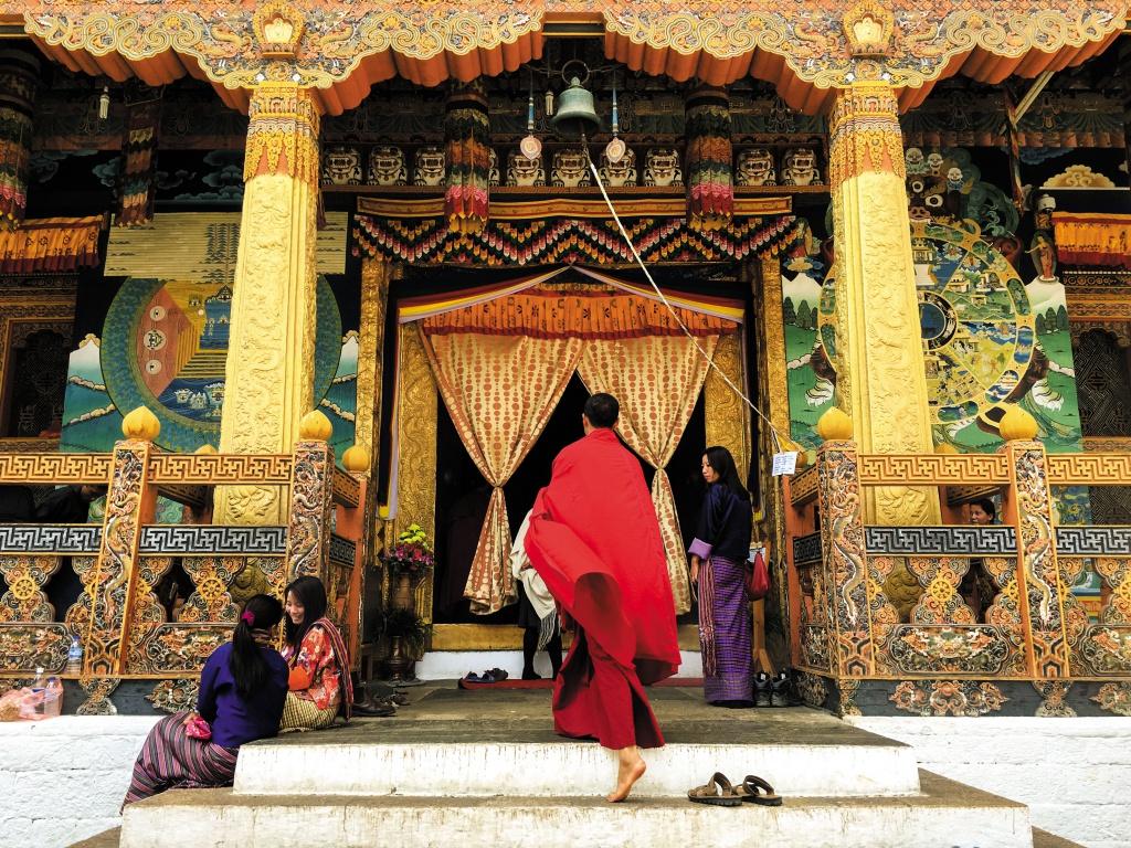 プナカ・ゾン ゾンとは城塞のこと。プナカ・ゾンは国内で2番目に古く、現在でも役所兼寺院として使われている。1955年にブータンの首都がティンプーに移されるまでは、ここがブータンの首都だった。