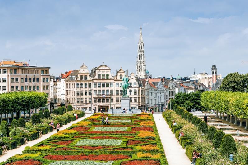 ロワイヤル広場。ブリュッセル公園を中心に王宮、国会議事堂、図書館、美術館などが立ち並び、ひときわ優雅な雰囲気が漂う。