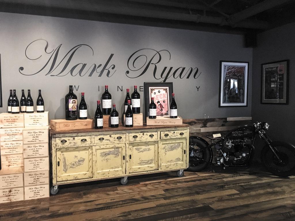 Mark Ryan WINERYロックなバイク野郎といった内装で、ラベルも味もワイルド。