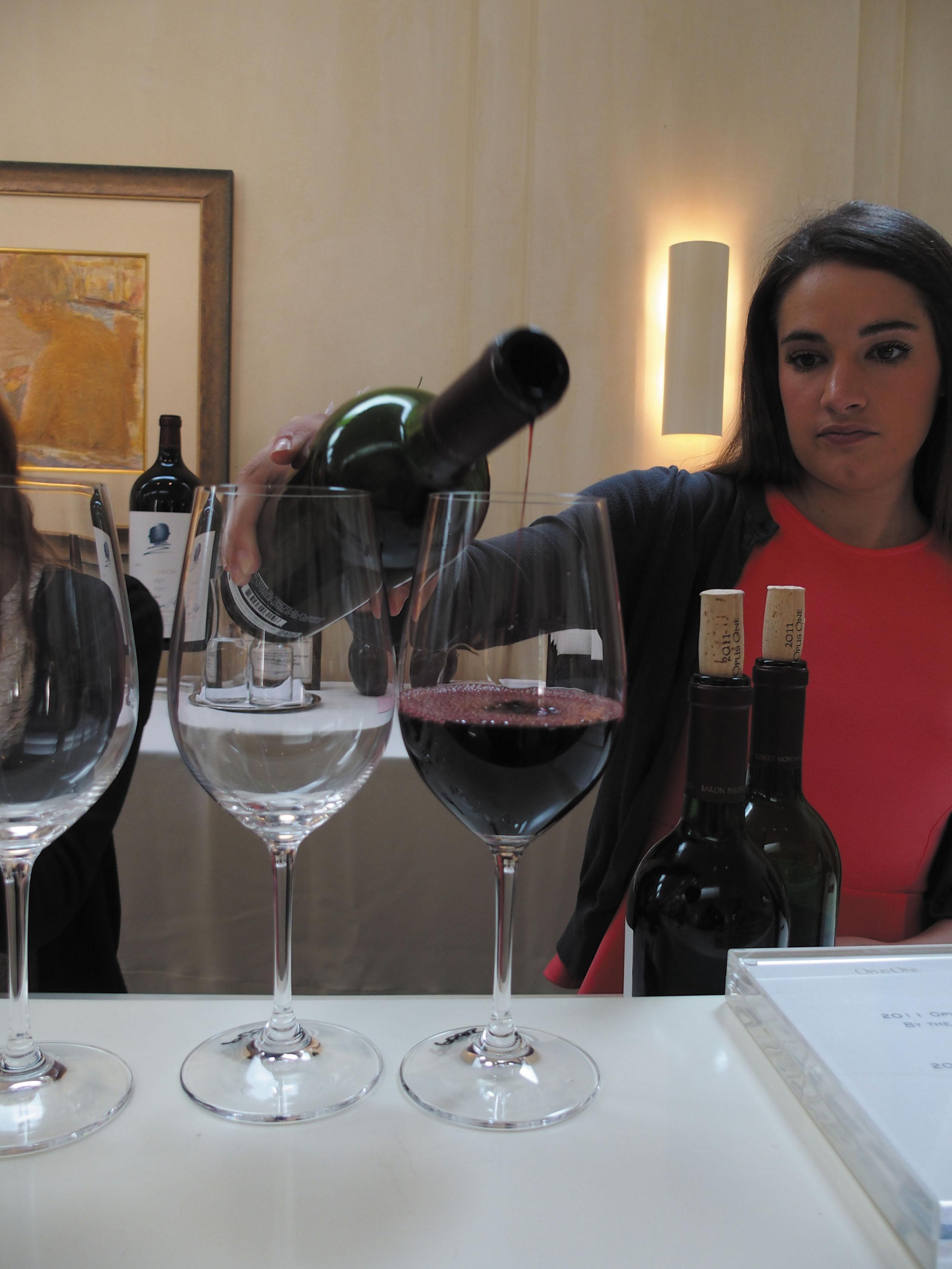 ナパバレーワインの王様、オーパスワンのワイナリー。ここでしか買うことのできないオーパスワンのセカンドライン「OVERTURE」はぜひ手に入れたい。