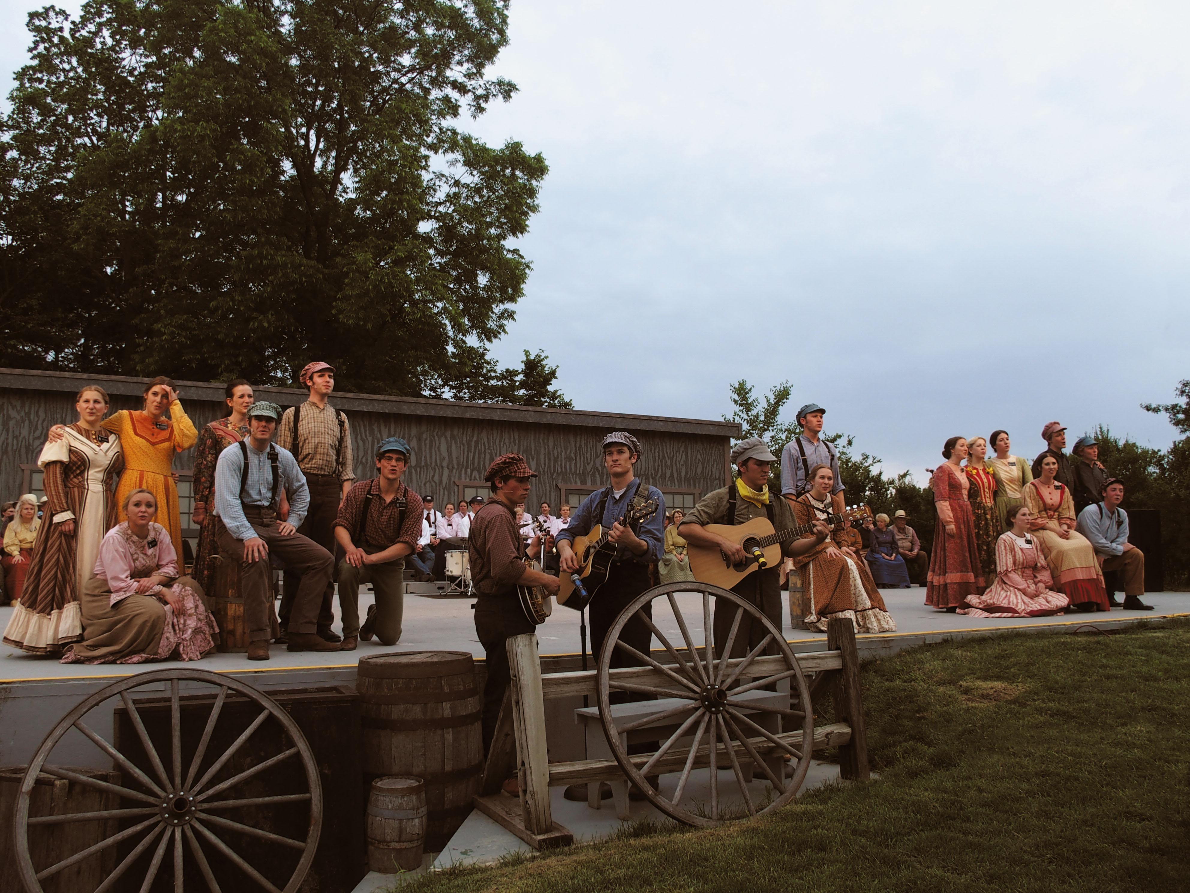 イリノイ州ナヴーで開催された古き良きアメリカをテーマにした演劇。衣装や美術などクラシックムービーの世界に迷い込んだような気分になる。