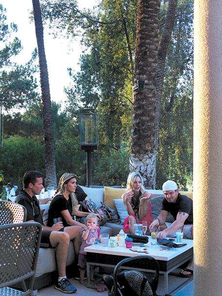 テラスで団らんのひととき。at the Hyatt Regency Indian Wells Resort & Spa。
