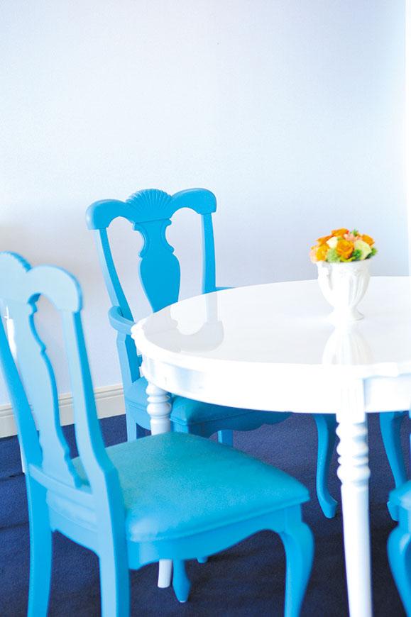乙女心をくすぐるブルーとホワイトを基調としたインテリア。