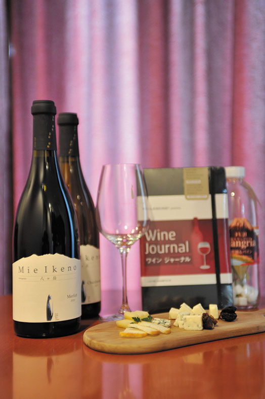 ワインスイートステイの豪華な特典。(ワイン、ワイングラス、チーズ、ワインブックなど)