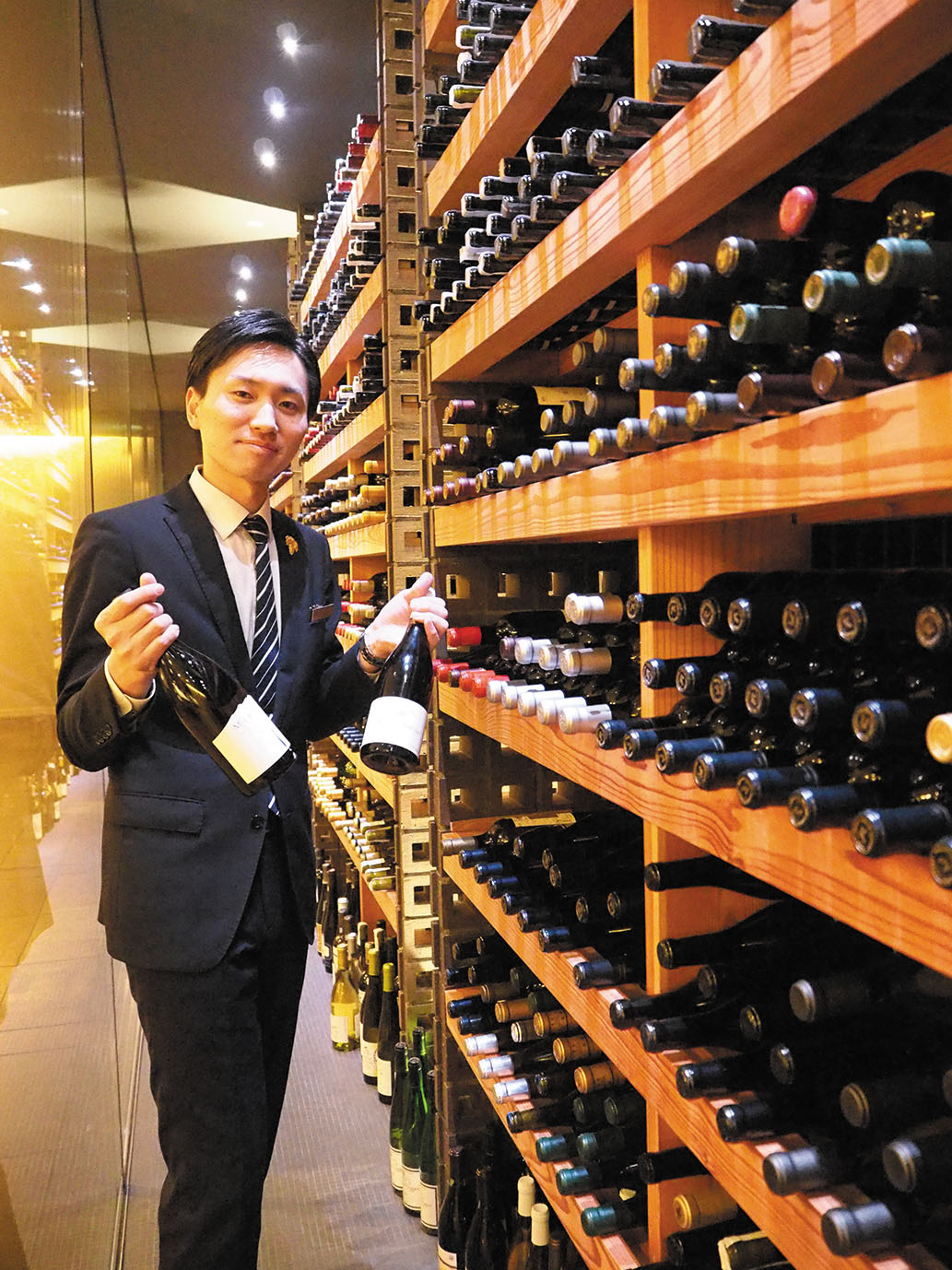 セラーには常時2500本のワイン。ソムリエが、オットセッテの秀逸な料理にぴったり合う、時には思いがけないハーモニーを生み出すマリアージュを定案してくれる。