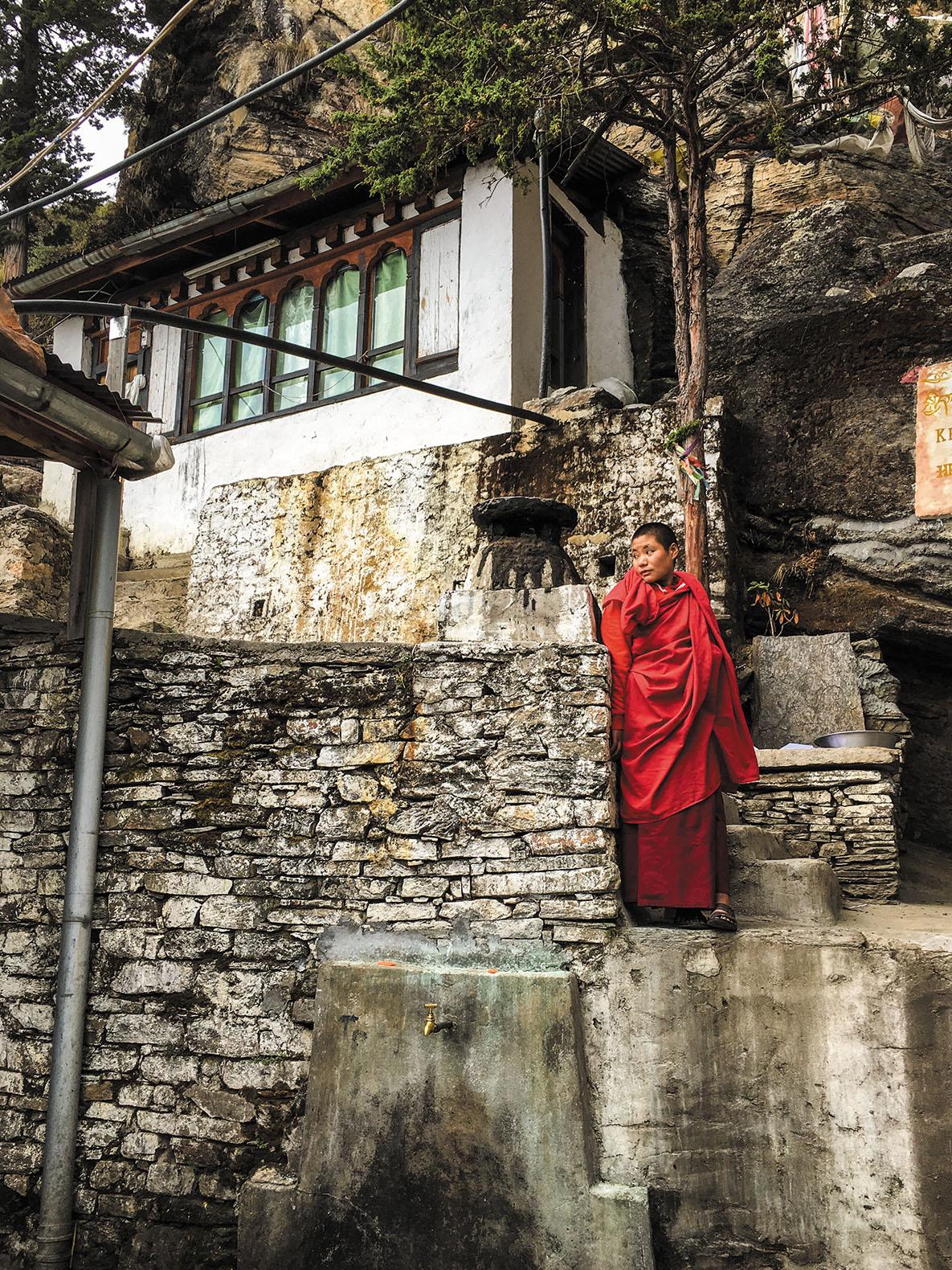 尼僧院にて。標高3000mにある尼僧院では10代の女子たちが学びと祈りに勤しんでいた。