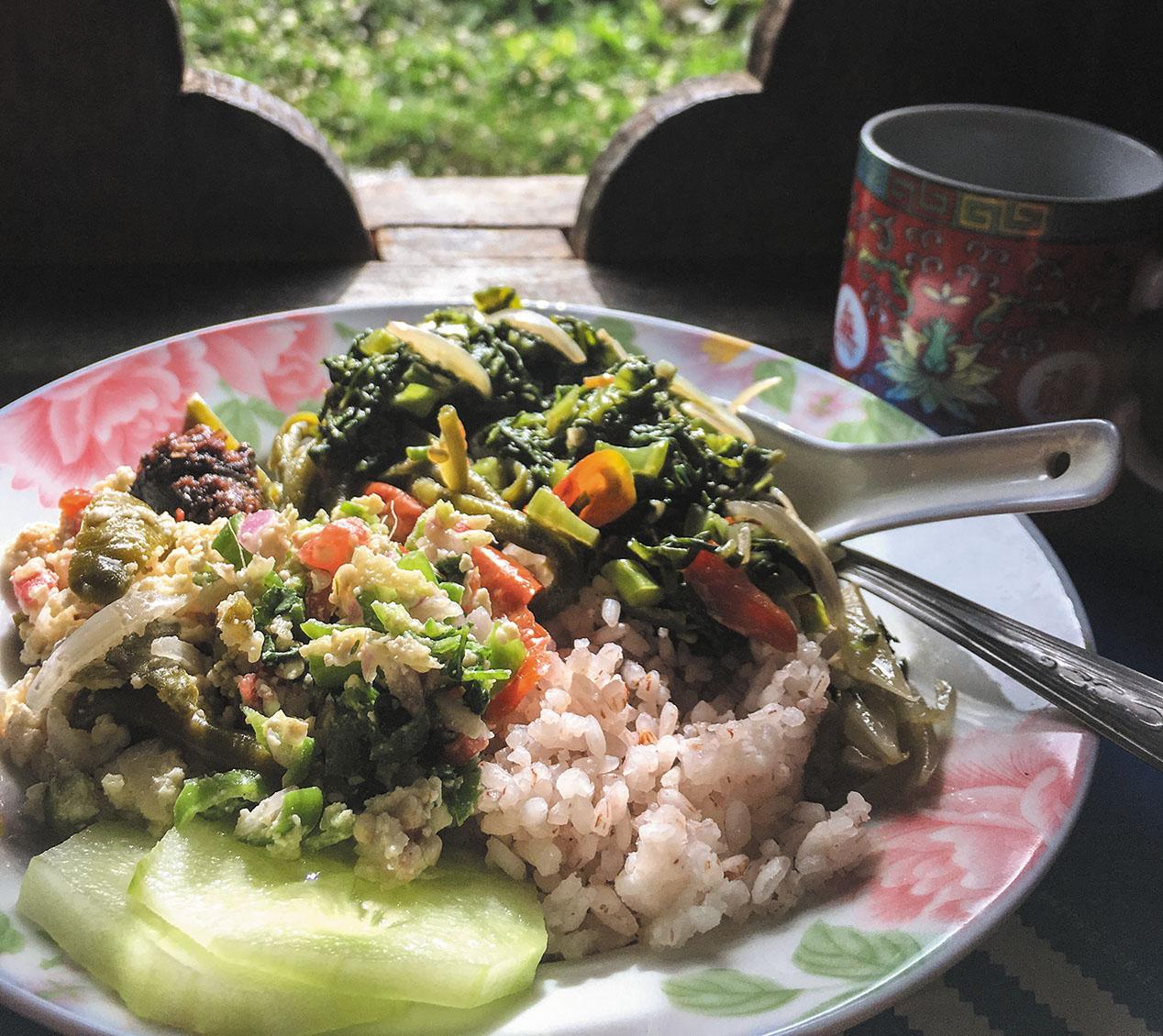ブータンの家庭にお邪魔してランチ。やはり家庭料理が一番美味だった。