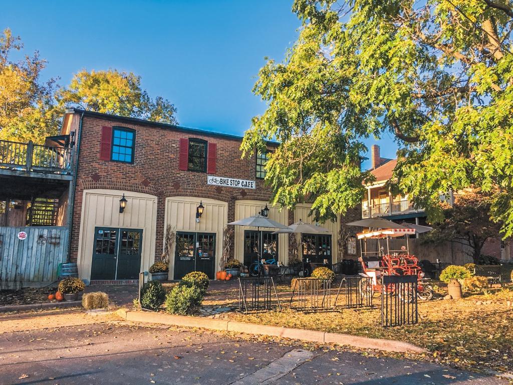 Bike Stop Cafe 自転車をテーマとしたカフェで、アウトドア前の栄養補給にはぴったりの場所。トレイルバイクの貸し出しも行っているので朝食を済ませたらすぐにアクティビティを楽しむことができる。